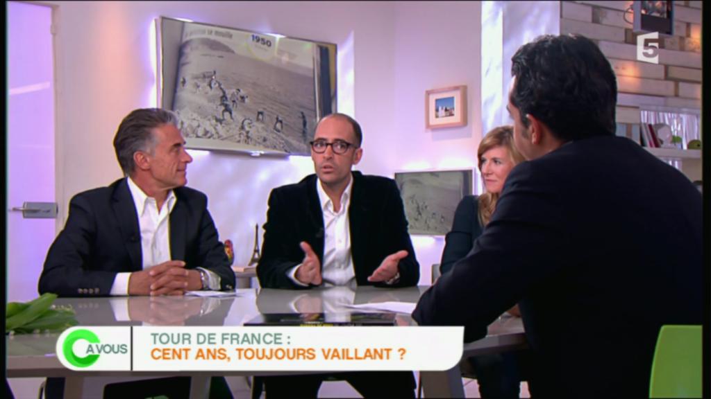 Gérard Holtz et Julien Holtz - C à Vous (France 5) - mai 2013 - Les 100 Histoires de Légende du Tour de France