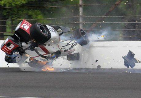 Sebastien Bourdais en tonneau à 370 km/h lors des essais des 500 Miles d'Indianapolis